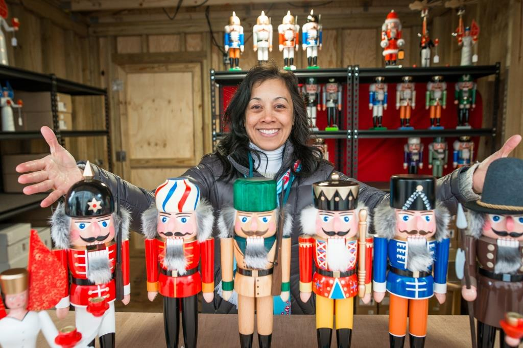 Carmel Christkindlmakrt Nutcrackers compressed