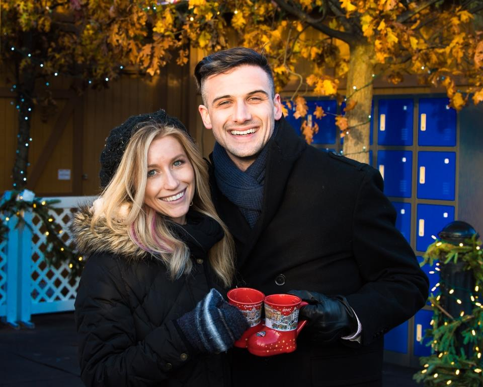 Carmel Christkindlmarkt Couple with mugs