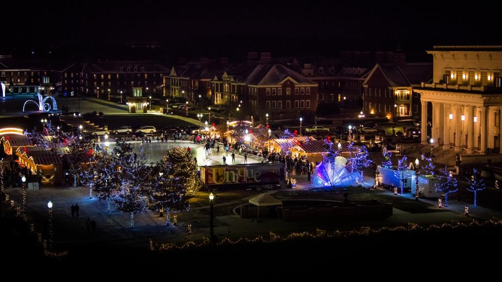 Carmel Christkindlmarkt with The Ice at Center Green