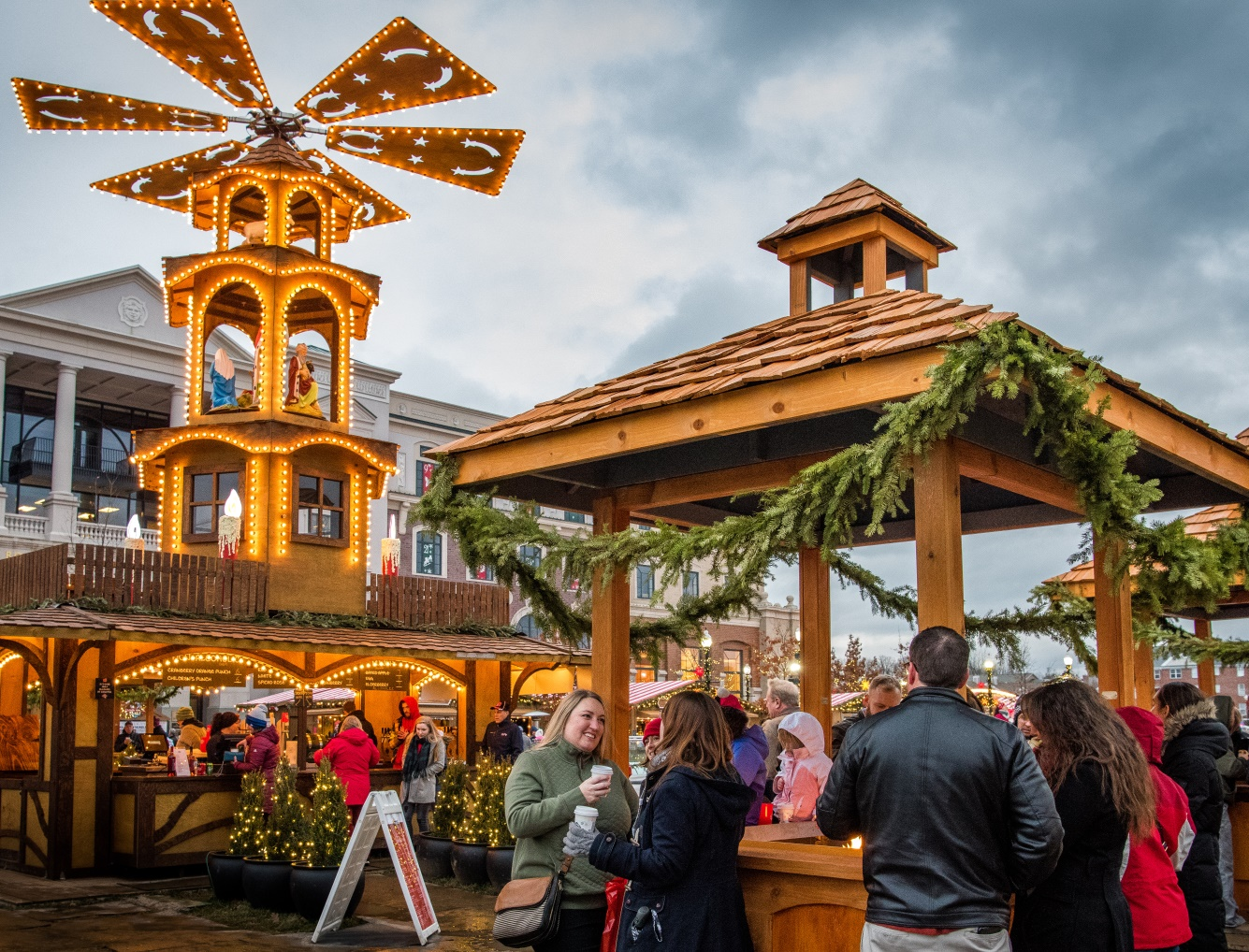 Christkindlmarkt and Gluhwein Tower 2018 cropped